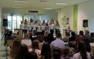 Srečanje mladinskih osnovnošolskih pevskih zborov Bele krajine
